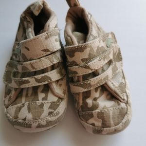 🔥3/$10🔥 Camo Baby Booties / Shoes size 4